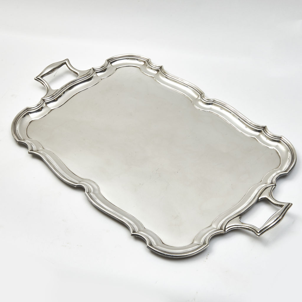 Tray with Scalloped Border