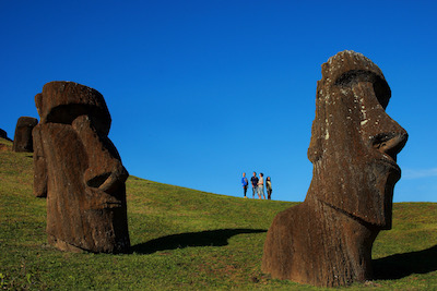 moai-with-people