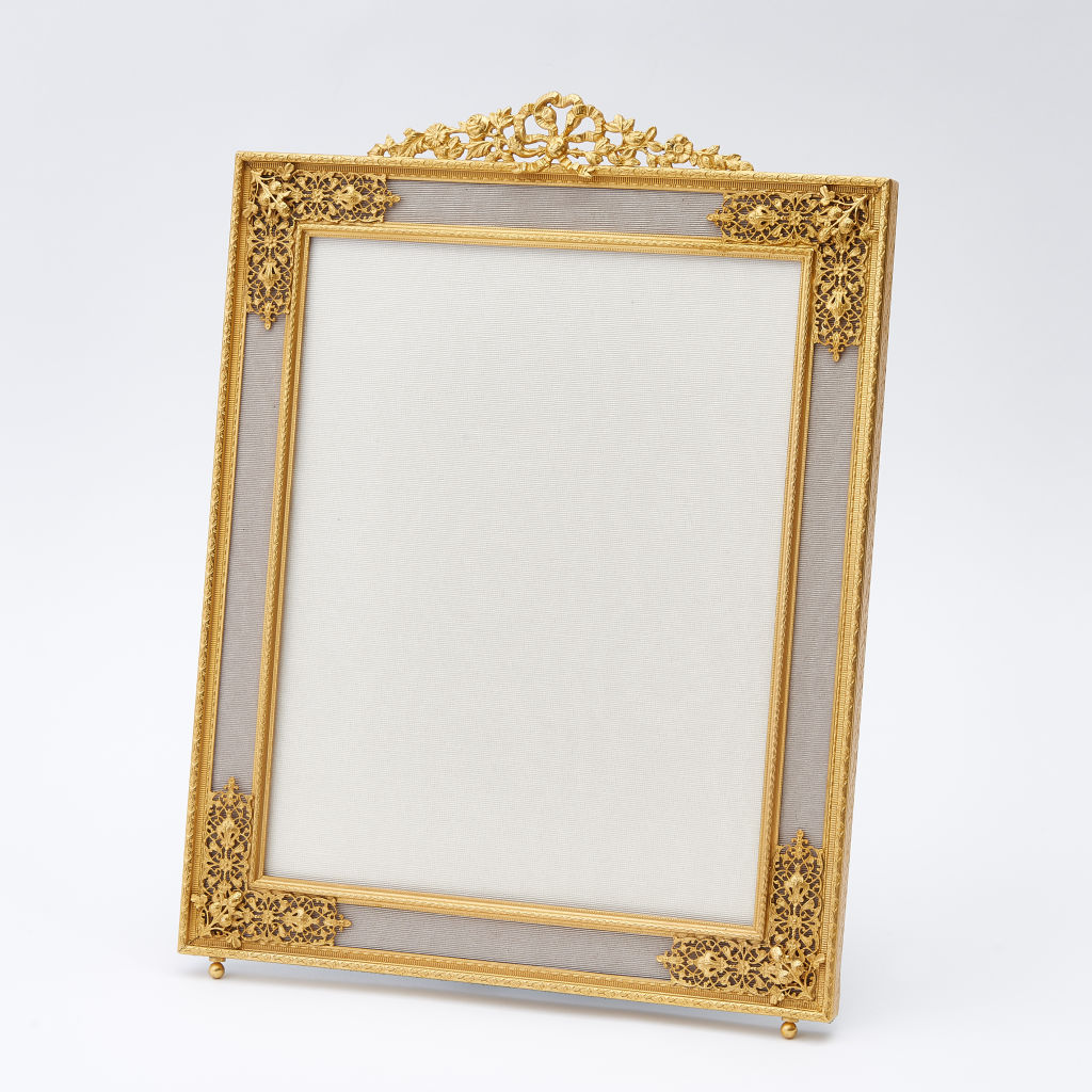 Filigree Cornered Frame
