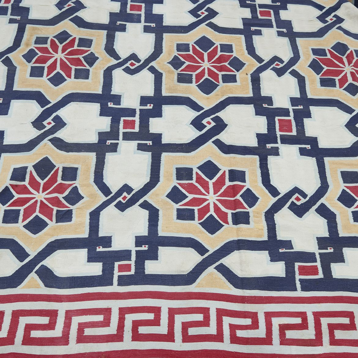 Geometric Flower Pattern Dhurrie With Greek Key Border