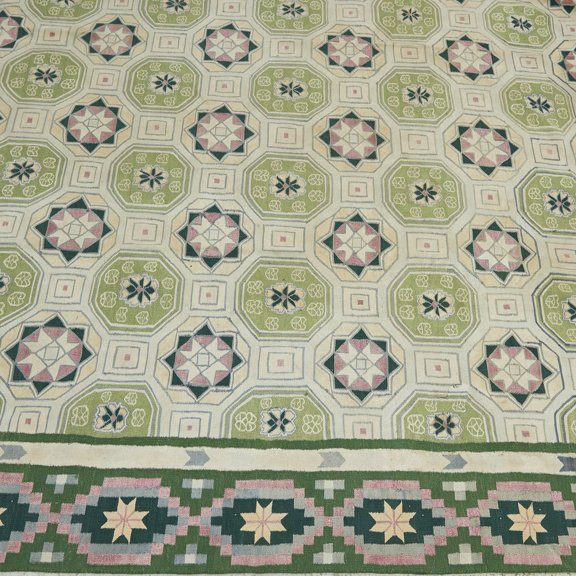 Bikaner Medallion Pale Green Dhurrie